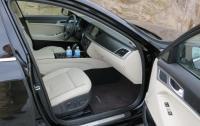 2015 Hyundai Genesis - front seats.JPG