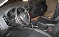 2014 Mitsubishi Outlander - front seats.JPG
