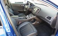 2015 Chrysler 200 - front seats.JPG