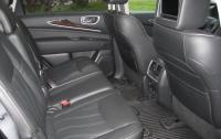 2013 Infiniti JX35 - middle row seats.JPG