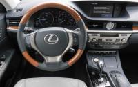 2013 Lexus ES300h - steering wheel & instrument panel.JPG