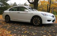 2014 Honda Accord Hybrid - front-biased side view.JPG