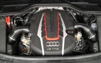 2013 Audi S8 - engine.JPG