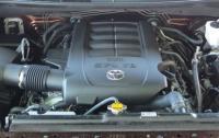 2014 Toyota Tundra - engine.jpg