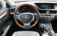 2013 Lexus ES350 - steering wheel and instrument panel.JPG