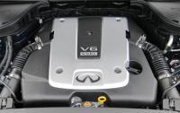 2011 Infiniti M - engine.JPG