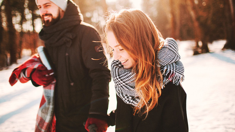7 Ways to Love Your Spouse During the Christmas Chaos