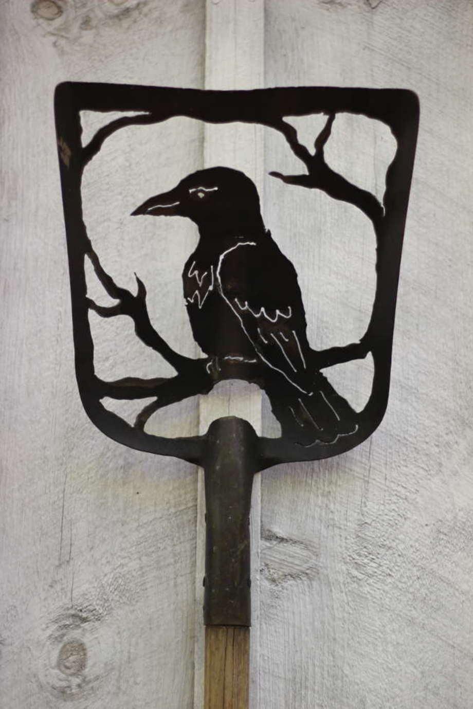 Raven Tree shovel