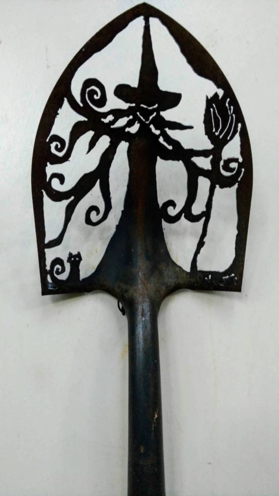 Standing Witch shovel