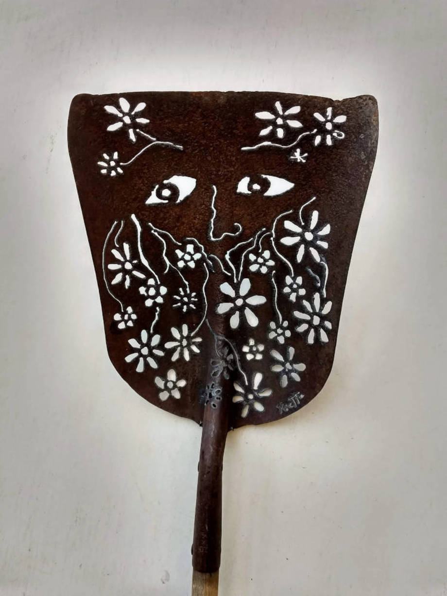 Blooming Beard shovel
