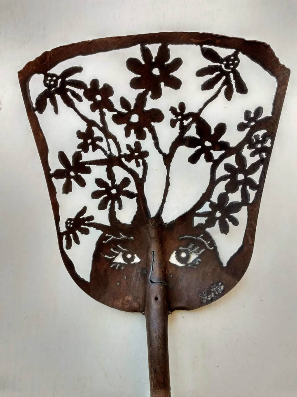 Blooming Doo shovel