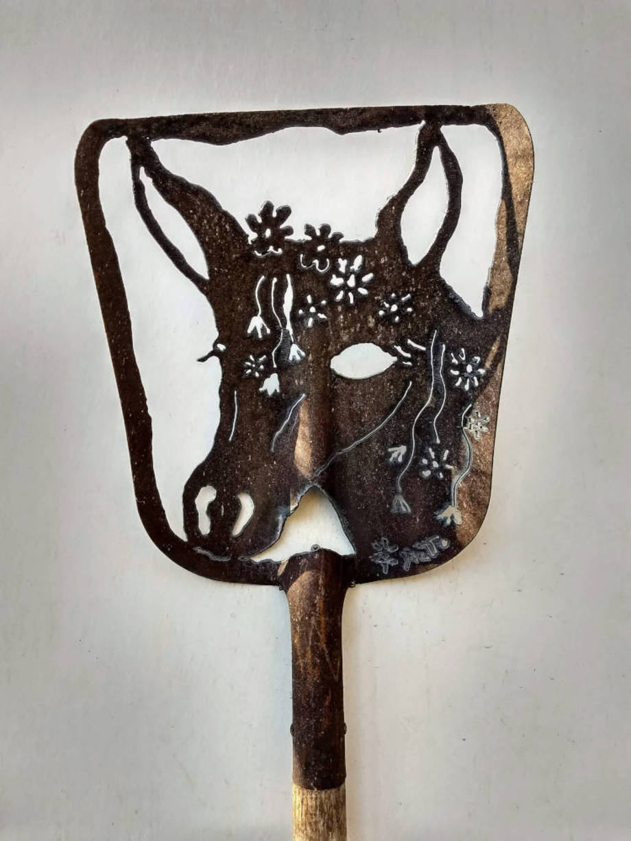 Blooming Horse shovel