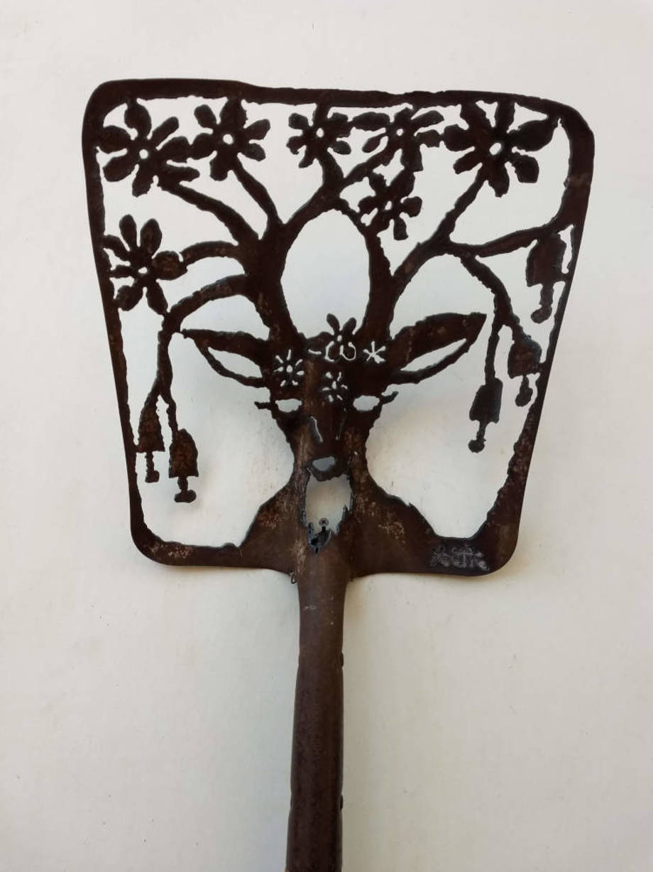 Blooming Deer shovel