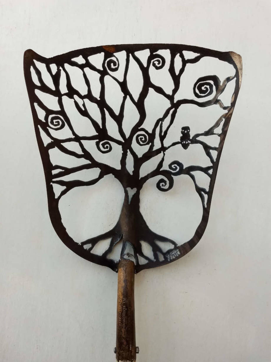 Owl Spiral Tree shovel