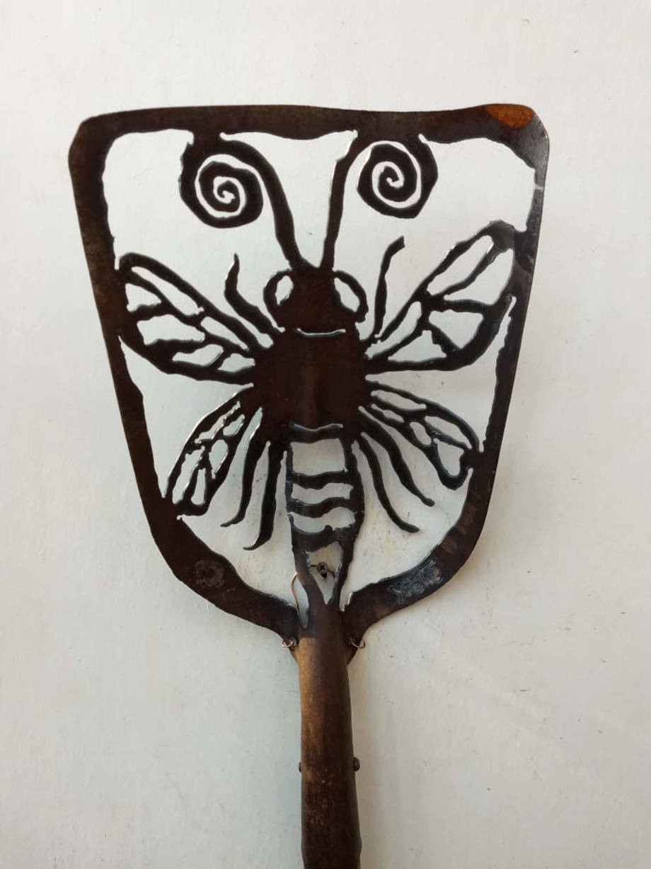 Honeybee shovel