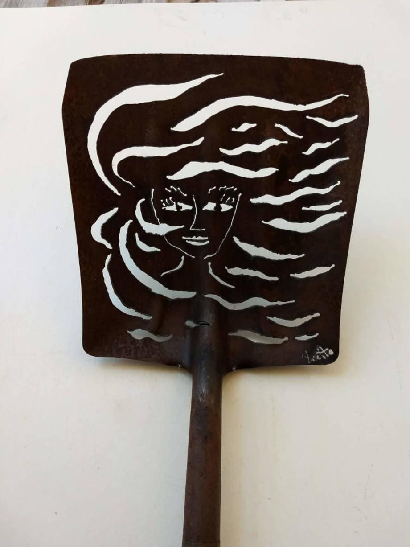 Windswept shovel