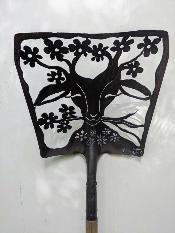 Blooming Goat shovel
