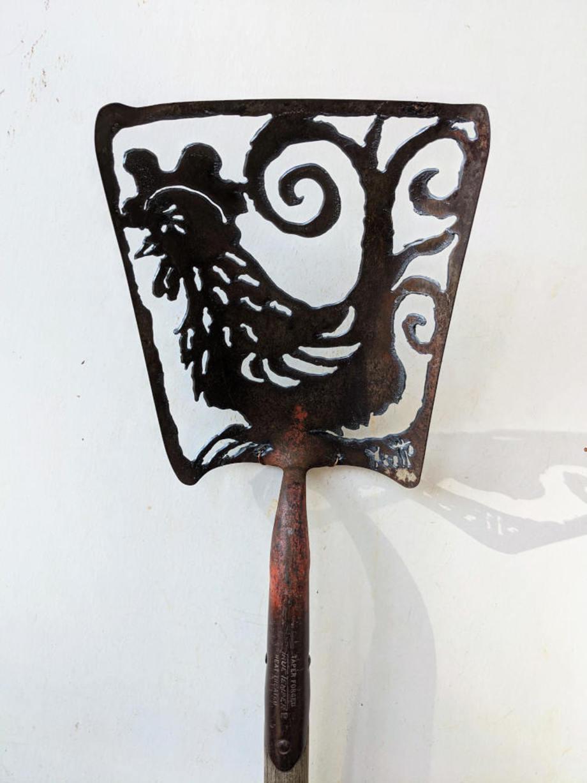 Rooster shovel