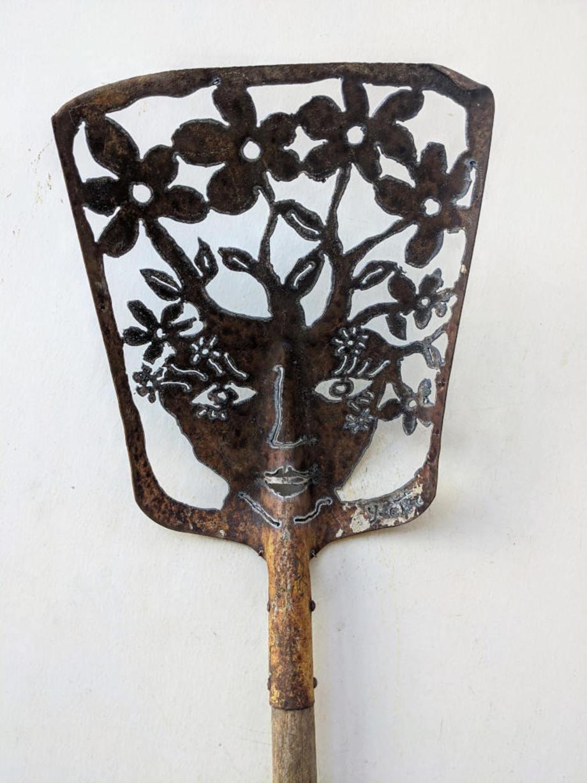 Blooming Do shovel