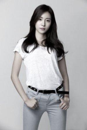 Jung Da-sol image dengan efek saturation
