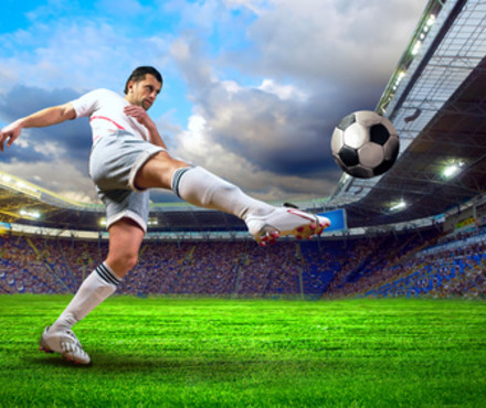 Test vocabulaire le football - Fille joue au foot ...