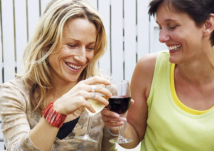 red wine and white wine lovers ( photo credit : prevention.com )