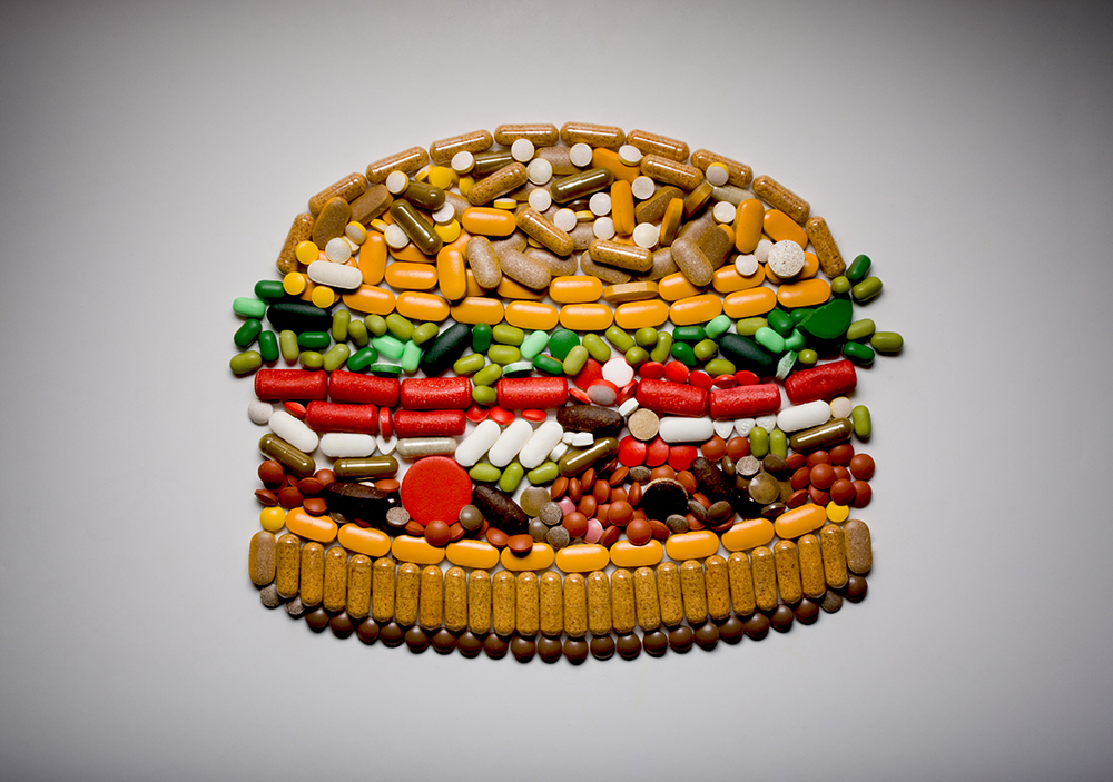 Capsules and pills in the shape of a hamburge