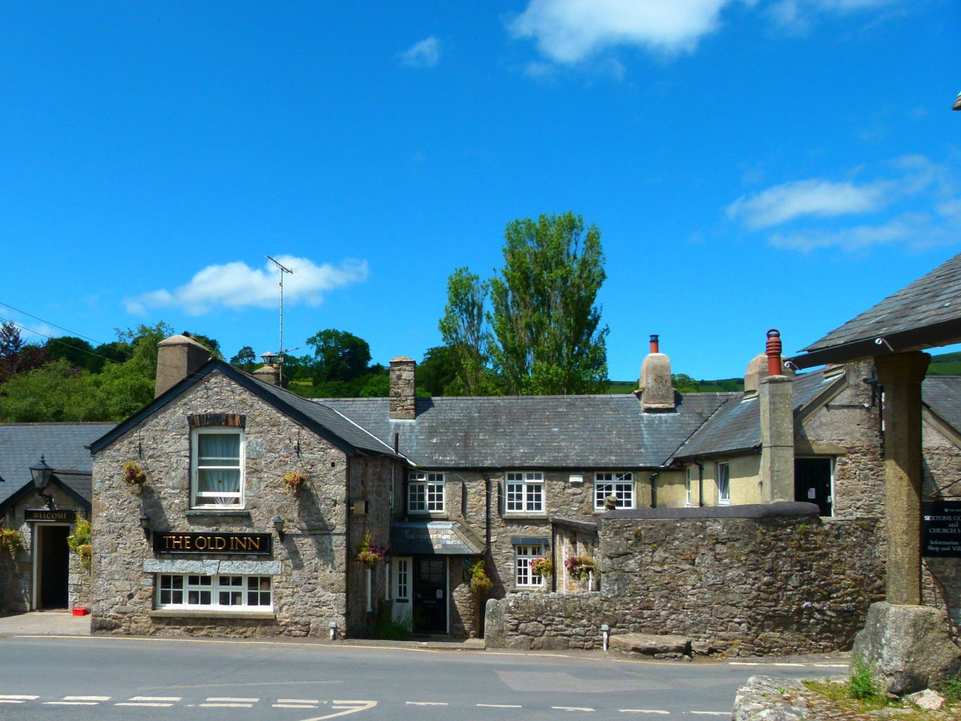 Pub in the village Widecombe