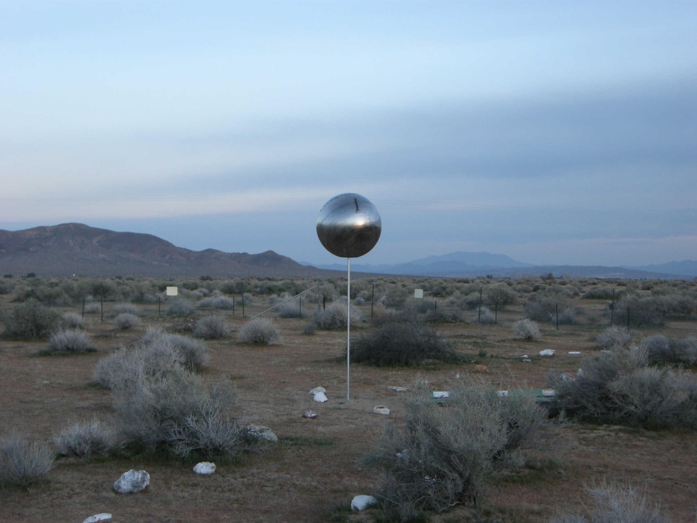 Deborah Stratman i Steve Badgett, Ball and Horns: Desert Resonator