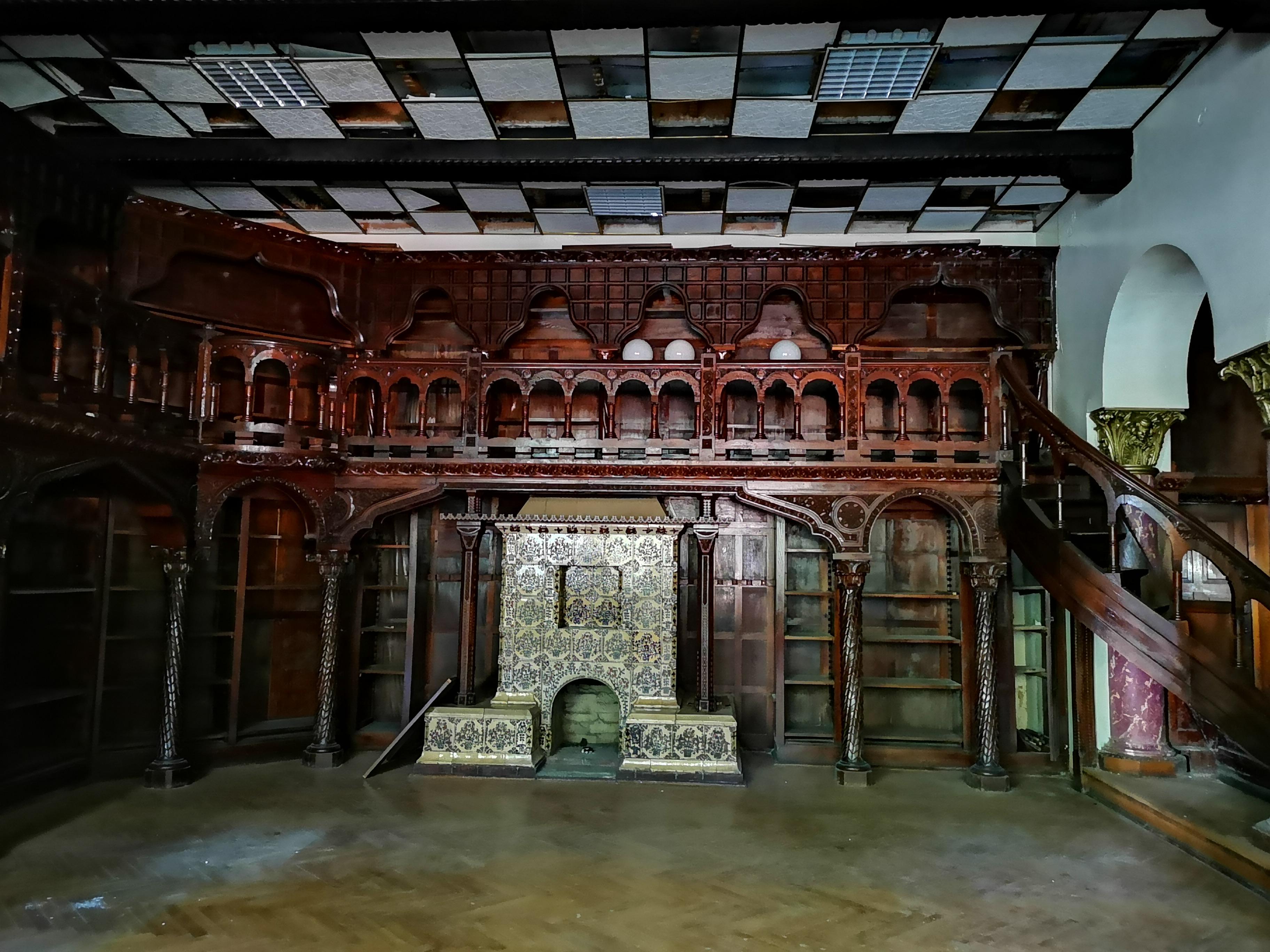 Detalii bibliotecă și soba transilvăneană
