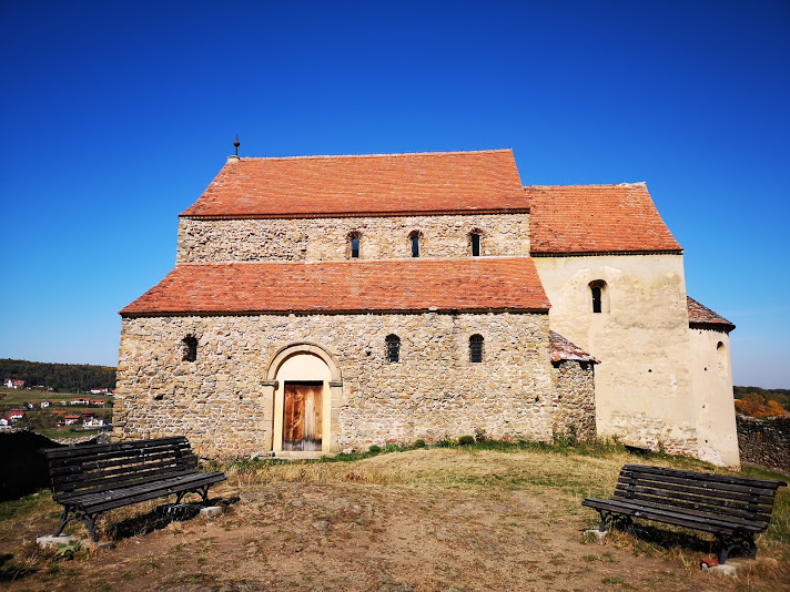Biserica fortificată Cisnădioara - Bookish Style