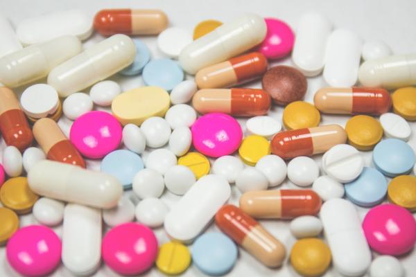 Adultos mayores y el consumo de medicamentos: aspectos a tener en cuenta