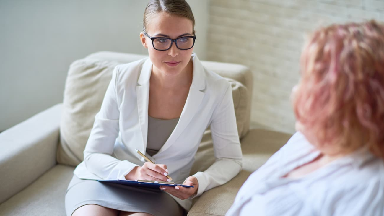 What can weight loss patients expect on their first visit to the psychologist?