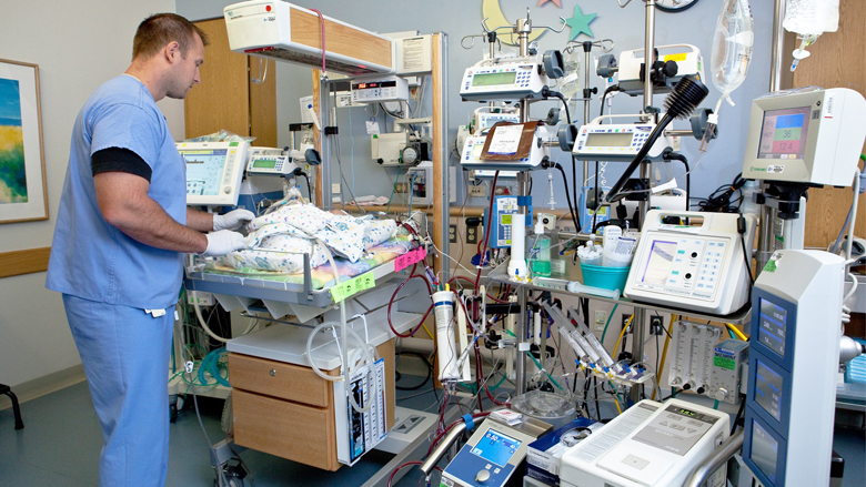 Extracorporeal membrane oxygenation (ECMO)