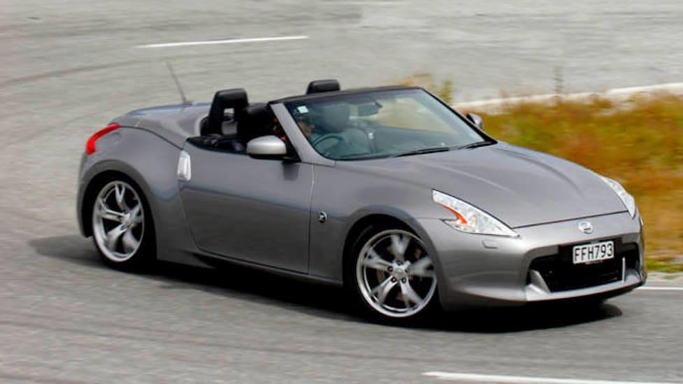 2013 nissan leaf review car reviews auto guide autos post. Black Bedroom Furniture Sets. Home Design Ideas
