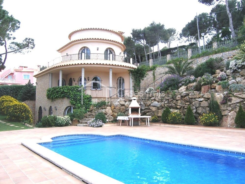Casas pals casa con apartamento de invitados en begur for Apartamento rural con piscina privada