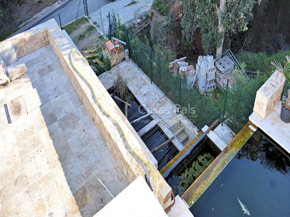 preciosa villa moderna de recin construccin con ascensor rodeada de terrazas piscina privada con cascada