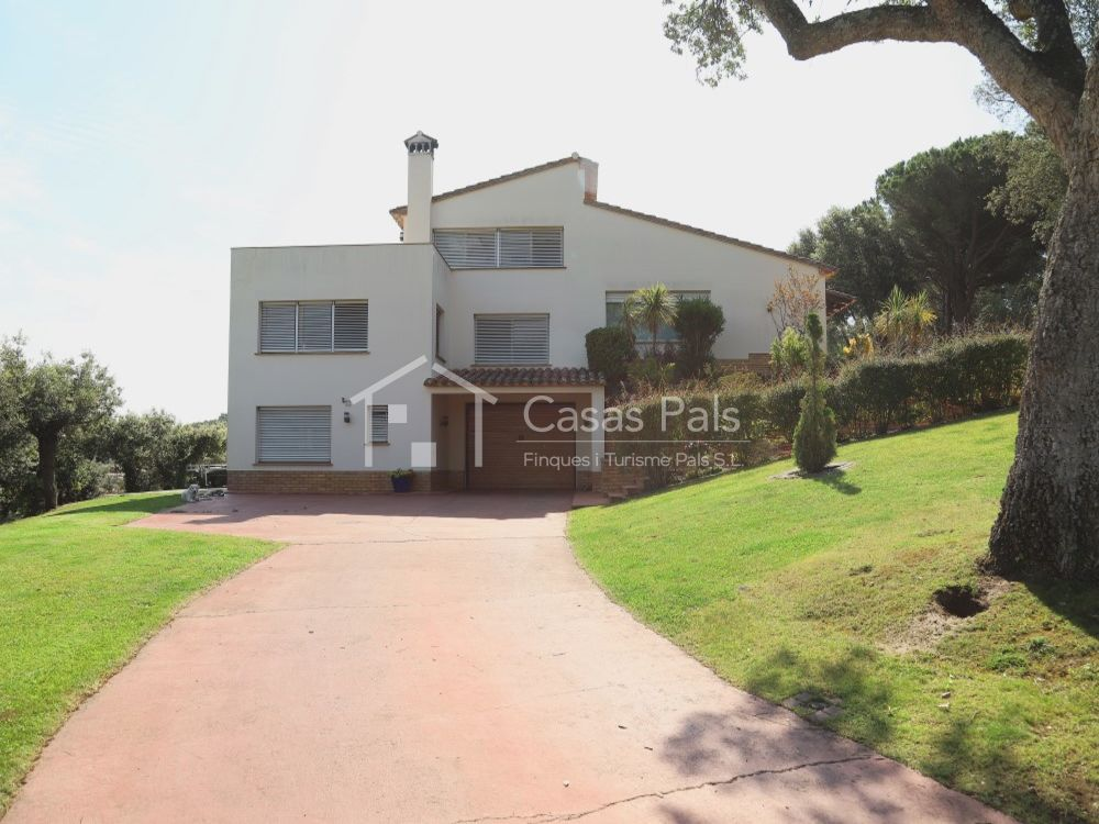Villa with private swimming pool and beautiful views to Pals