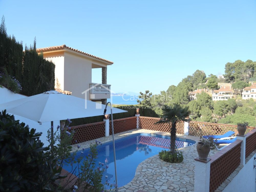 New villa with private swimming pool and amazing sea views