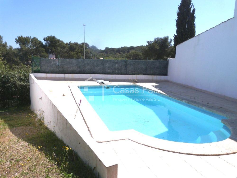 Casas pals chalet con piscina en pals for Piscina privada