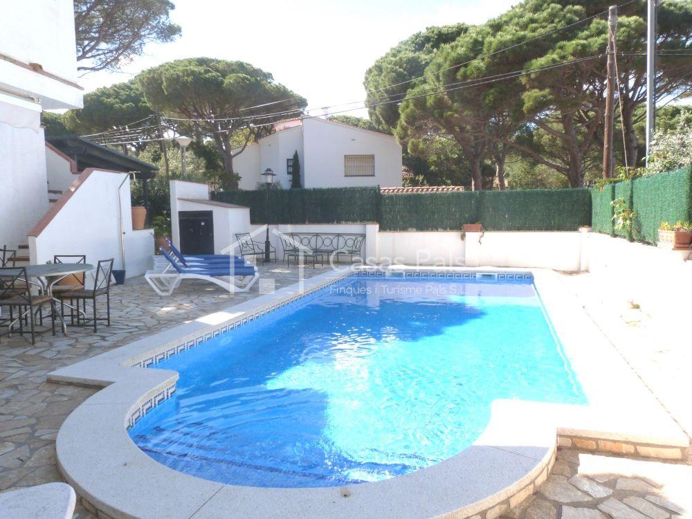 Villa with swimming pool next to Platja de Pals beach