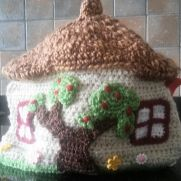 cottage tea cosy
