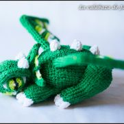 Green crochet dragon - La Calabaza de Jack