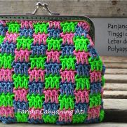 Interlocking block stitch purse