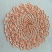 Laurel Lunch Glass Doily