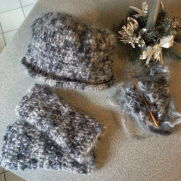 Mohair cloche hat & matching fingerless mittens