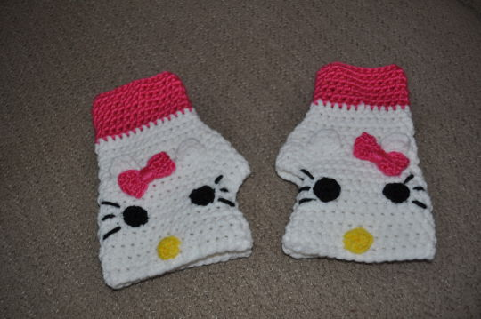 Hello Kitty Mittens Knitting Pattern : Hello Kitty Fingerless Texting Gloves - Crochet creation by Transitoria - Cro...