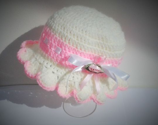 Crocheted frilled beanie hats