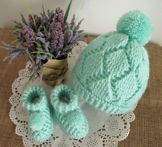 Diamonds Baby Set Crochet Pattern