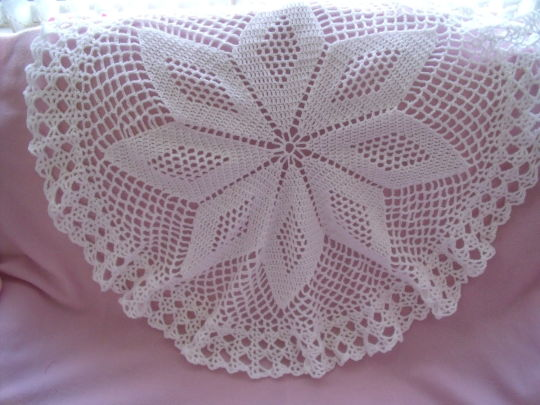 Star design circular  heirloom baby shawl